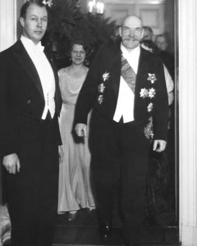 President P. E. Svinhufvud arriving at a Foreign Ministry reception in January 1932. <em>Aarne Pietinen, 1932. National Board of Antiquities, Historical Picture Collection</em>