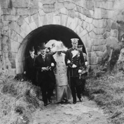 King Gustaf V and Queen Victoria of Sweden as guests of President Relander at Suomenlinna in August 1925. <em>National Board of Antiquities, Historical Picture Collection</em>