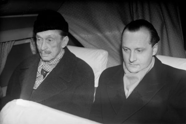 Mannerheim returning to Switzerland with his adjutant by plane having voted in the 1950 presidential election. <em>Unkown photographer, Helsinki 24 January 1950. Finnish Museum of Photography/Alma Media/Uusi Suomi Collection</em>