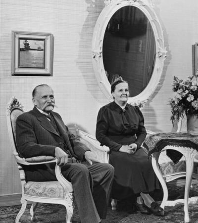 President Kyösti Kallio and Mrs Kaisa Kallio at the Presidential Palace 1939. <em>Thérèse Bonney, Helsinki 1939. National Board of Antiquities, Historical Picture Collection</em>