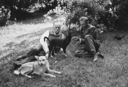 President Kallio with his son Veikko in the garden of his family farm Heikkilä in 1937. <em>Pietinen, Nivala 1937. National Board of Antiquities, Historical Picture Collection</em>