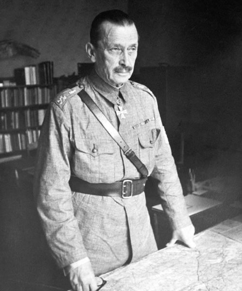 Mannerheim at his military headquarters in Mikkeli during the early offensives of the Continuation War. <em>Military Museum</em>