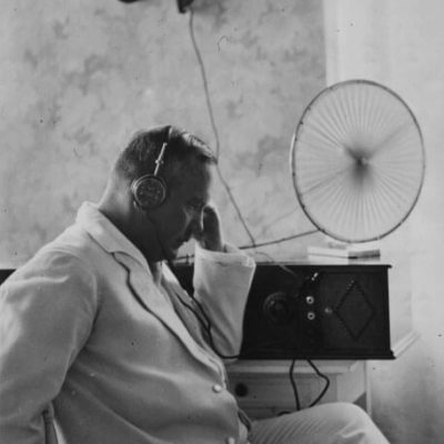 Relander listening to the radio at Kultaranta. <em>National Board of Antiquities, Historical Picture Collection</em>