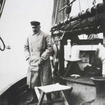 President Ståhlberg toured Petsamovuono aboard the fishing vessel Agnes during his visit to Petsamo. <em>1921. National Board of Antiquities, Historical Picture Collection</em>