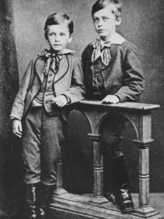 Brothers Gustaf (left) and Carl Erik Mannerheim in 1875. <em>National Board of Antiquities, Historical Picture Collection</em>