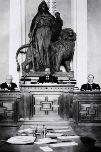 Opening session of Parliament in Heimola in 1929 with Speaker of the House Kyösti Kallio in the centre. <em>Korttikeskus, Helsinki 1929. National Board of Antiquities, Historical Picture Collection</em>