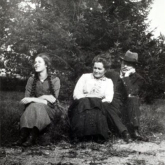 Juho Kusti with his first wife Anna and their daughter Annikki. <em>1910s. National Board of Antiquities, Historical Picture Collection</em>