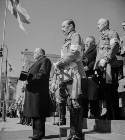 President Kyösti Kallio and Mannerheim viewing a military parade from the steps of Helsinki Cathedral. <em>Unknown photographer, Helsinki 1938. Finnish Museum of Photography/Alma Media/Uusi Suomi Collection</em>