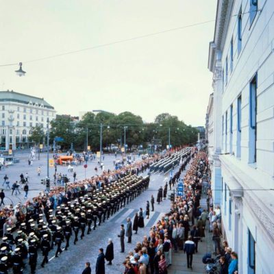 Funeral procession of President Kekkonen along the Esplanade in September 1986. <em>Matti Karjanoja, Helsinki 1986. Helsinki City Museum</em>