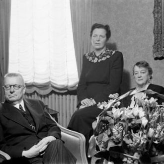 The newly incumbent President Paasikivi with Mrs Alli Paasikivi and his daughter architect Annikki Paasikivi. <em>Unknown photographer, Helsinki 9.3.1946. Finnish Museum of Photography/Alma Media/Uusi Suomi Collection</em>