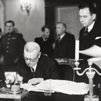 Prime Minister Paasikivi signing the war reparations agreement in December 1944. <em>Olavi Aavikko, Finlandia Kuva Oy Helsinki 1944. National Board of Antiquities, Historical Picture Collection</em>