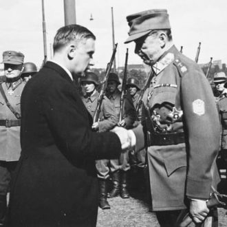 Prime Minister Linkomies congratulates Mannerheim on being elected president. <em>Helsinki, 4 August 1944. National Board of Antiquities, Historical Picture Collection</em>