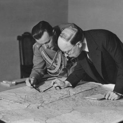 President Risto Ryti and Adjutant Åke Slöör inspecting a map of East Karelia in 1941. <em>Pietinen, Helsinki 1941. National Board of Antiquities, Historical Picture Collection</em>