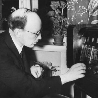 President Ryti listening to the radio. <em>1941–1944. National Board of Antiquities, Historical Picture Collection</em>