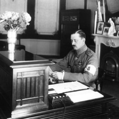 Mannerheim as Regent of Finland at his desk in Smolna, his official residence at Eteläesplanadi 6. <em>Eric Sundström, Helsinki 1919. Helsinki City Museum</em>